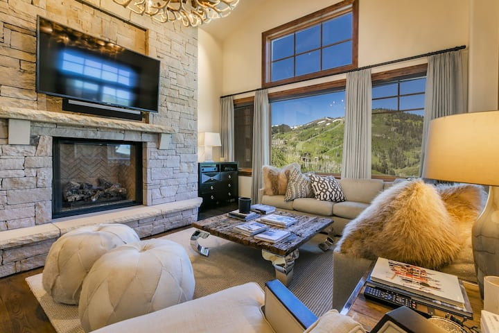 Ski-in, Ski-out Condo With Updated Decor and Panoramic Views