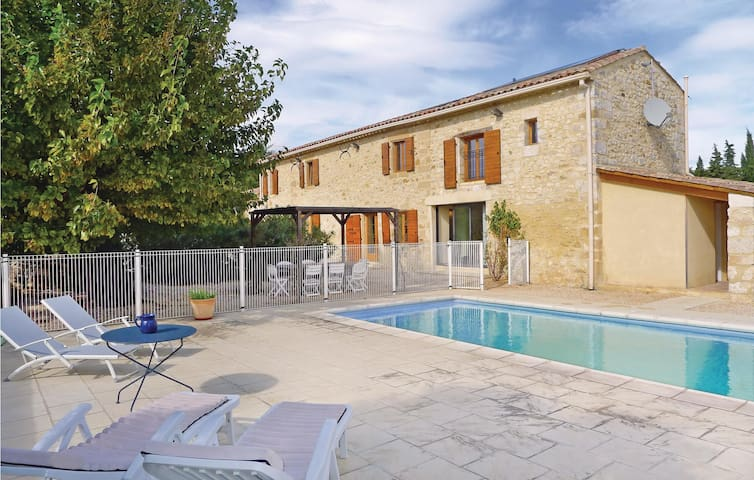 Holiday cottage with 4 bedrooms on 180 m² in Baron
