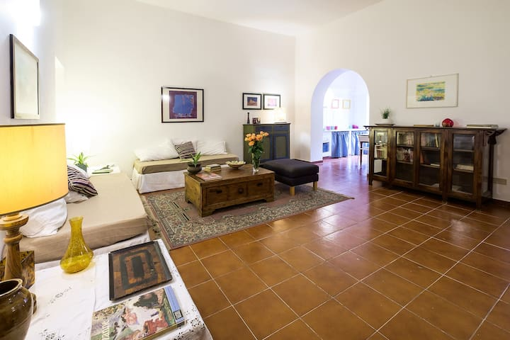 Living room con due letti singoli