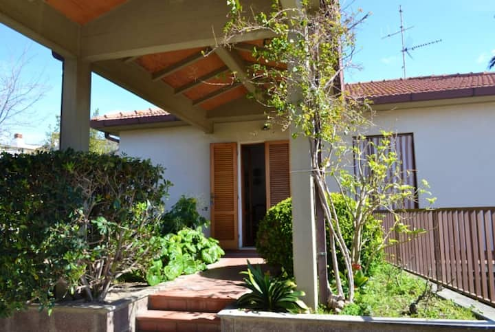 House with 3 bedrooms in San Vincenzo, with enclosed garden and WiFi - 2 km from the beach