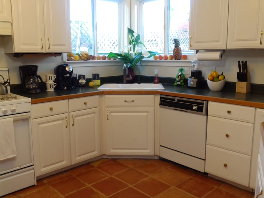 Full access to kitchen. Complimentary coffee and tea.