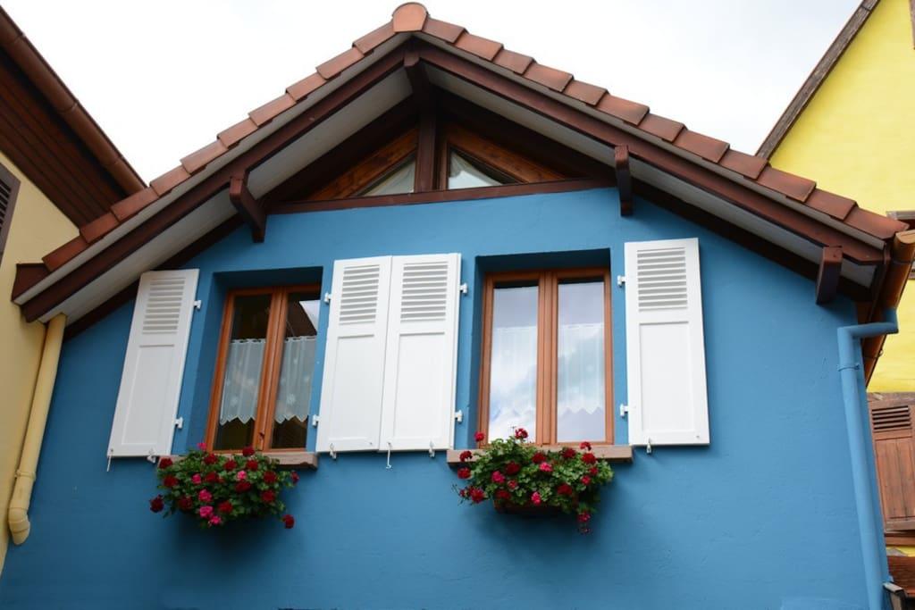 Le Gîte La Maison Bleue bien au calme.