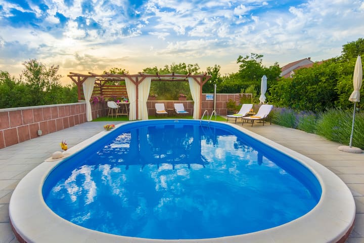 Luxus Villa with private Pool, up to 10 Persons