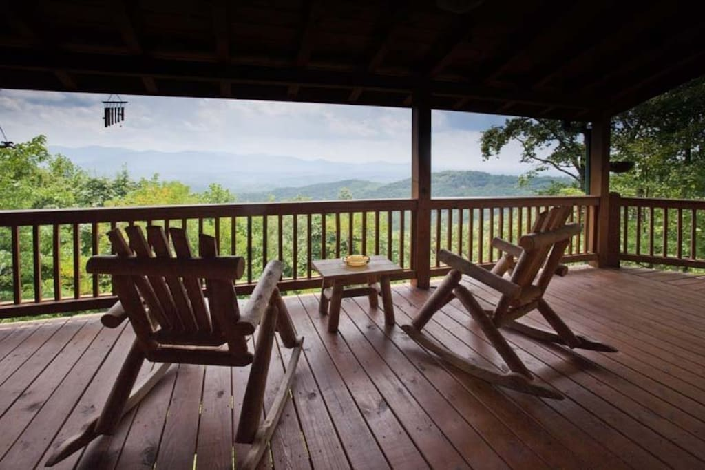 Beautiful views overlooking the mountain tops from all the deck areas