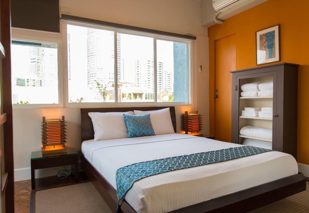 Bedroom with Zen super comfy Floating Bed.