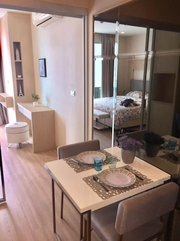 One bedroom in luxury and prime-location condo - Bangkok - Wohnung