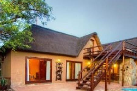 Yellow Hornbill Self-Catering Lodge - 荷兹普鲁伊(Hoedspruit)