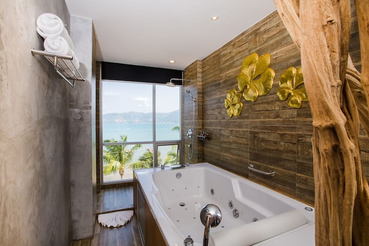 F Studio DLX triple FULL SEA VIEW and JACUZZI :)
