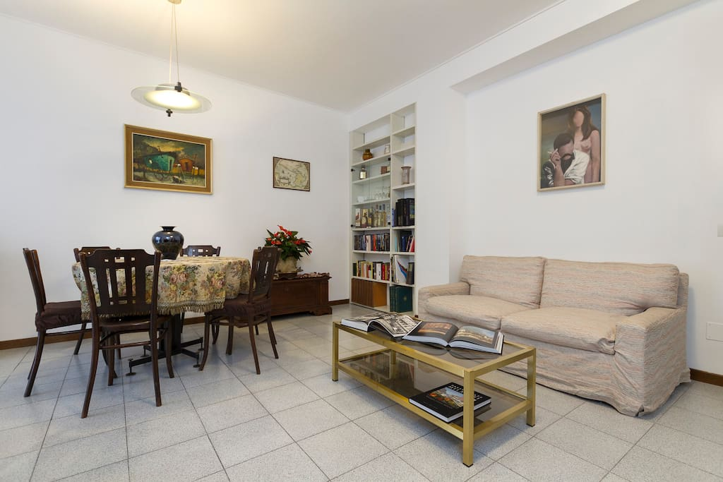 Soggiorno zona pranzo / Dining room