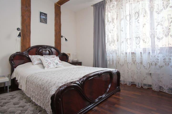 Уютная комната c каминным залом - Ratamka