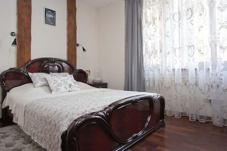 Уютная комната c каминным залом - Ratamka - House