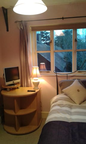Lovely double room in converted barn very private. - Stowmarket - House