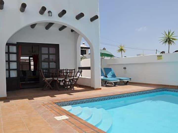 Beautiful 3 bedroom, 3 bathroom villa, pool & wifi