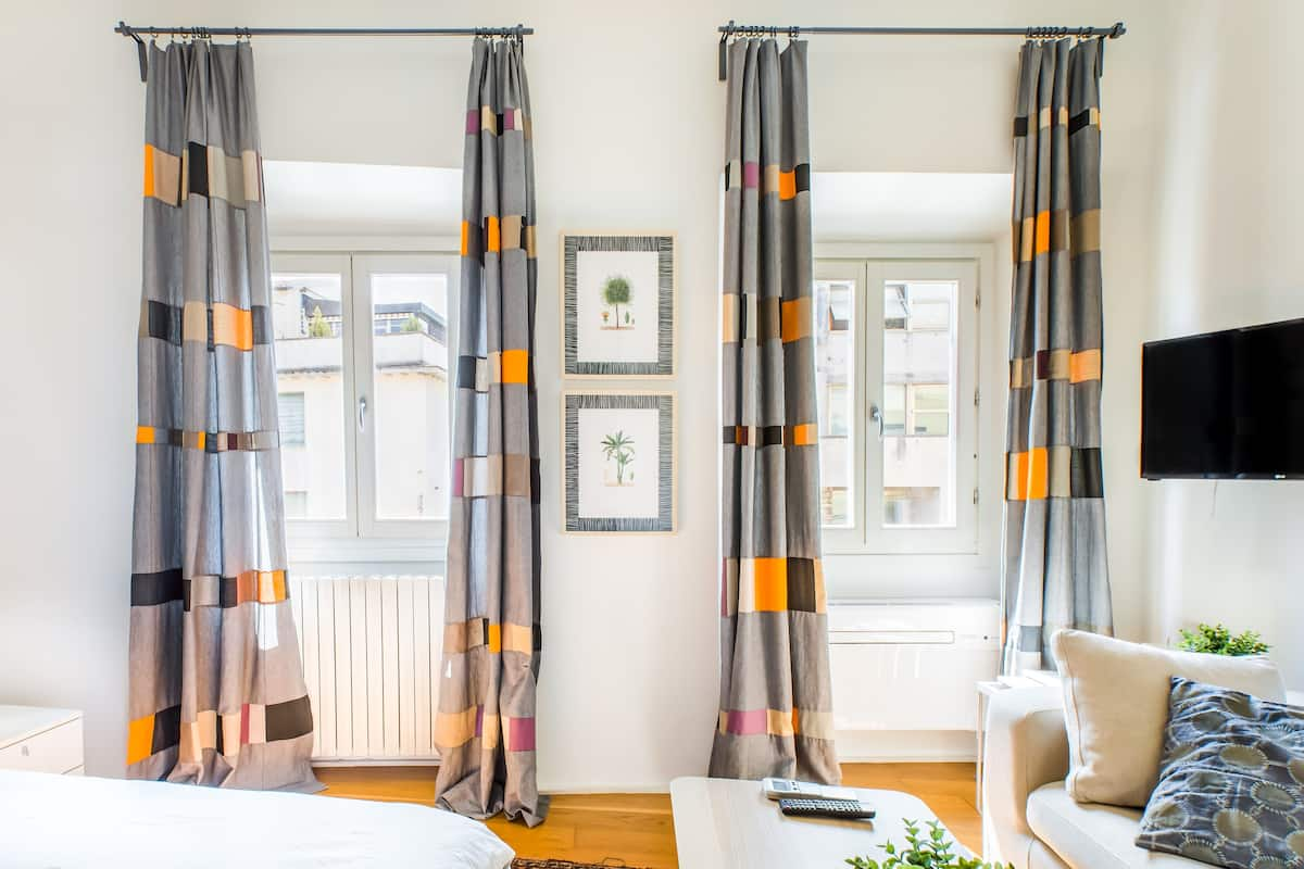Minimalist Sanitized Redesigned Gorgeous Historic Apartment