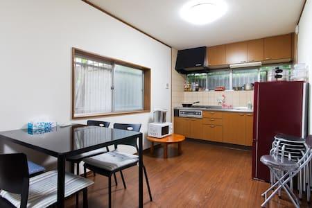 日本大阪舒适2人房间,有4个房间可供选择,适合家庭团体 - Осака