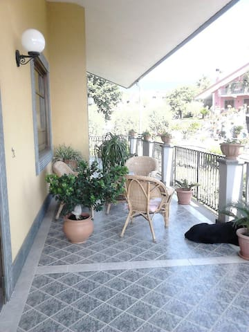 A house with a view: enjoy Etna and the seaside - Santa Venerina - Talo