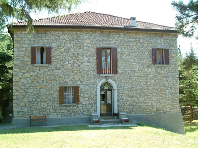 """Il Bosco"", a real ancient villa in the Appennini - Monterenzio - Vila"