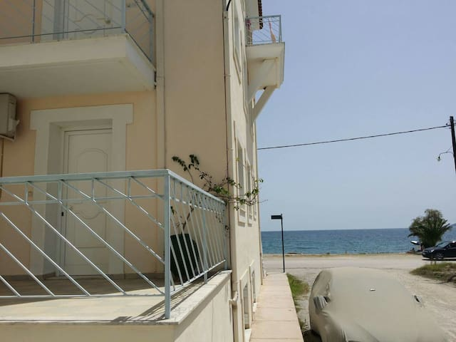 Astros Apartment close to the beach - Παράλιο Άστρος - Apartemen