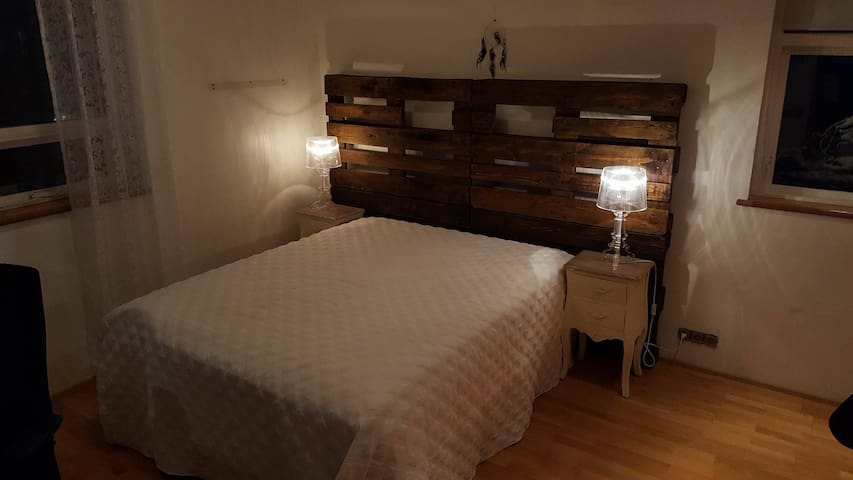 Room in a welcoming home, with breakfast included - Selfoss - Dům