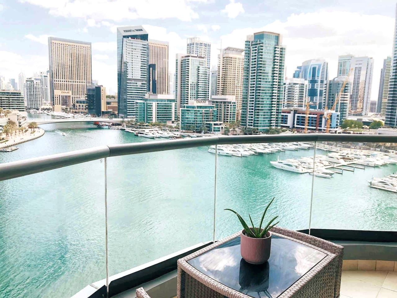 The view from our balcony. A perfect way to wake up every morning and enjoy your coffee/tea. It's such a relaxing feeling to watch the boats and waves outside.  WELCOME TO LOS DUBAI!