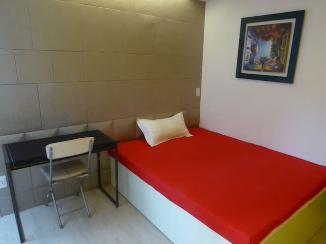 Taipei Main Station Single Room with Double Bed