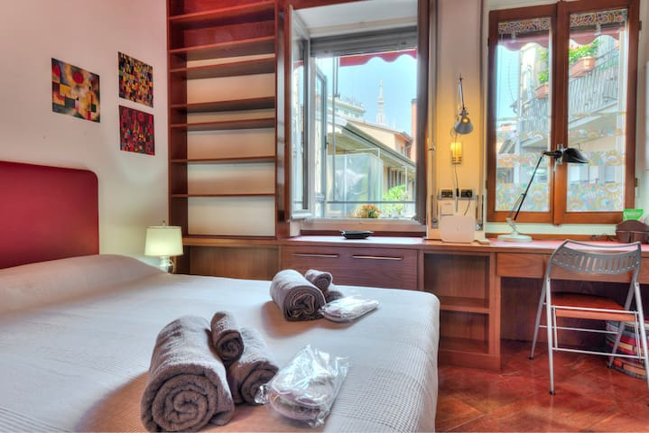 Bright Apartment in the center with Duomo view