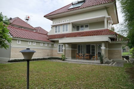 Puri Pesona Merapi - Large Mansion (8-10 guests)