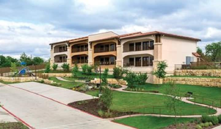 Marble Falls, TX 1 bedrm Luxury resort (sleeps 4)