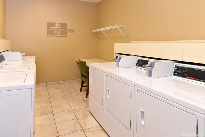 Relaxing Suite Double Bed Non Smoking At Terre Haute Area