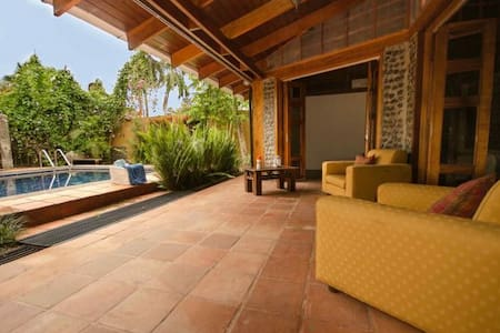 Tropical Casa in the heart of Jaco with Pool! - Jacó - House