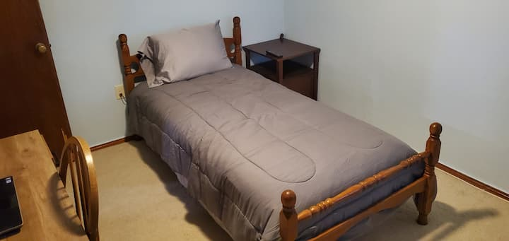 Private Guest Room 5 minutes from Caddo Lake