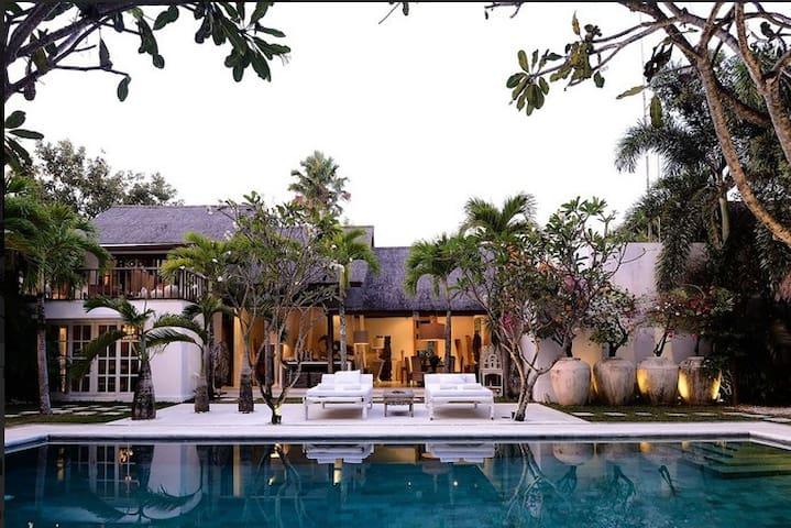 Villa White Villa Oazia