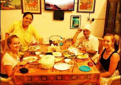 Enjoy! Home + Cultural Experience with Hari & Pari - Udaipur - Rumah