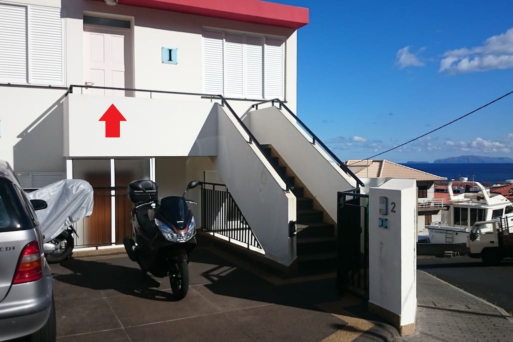 Entrada e  estacionamento