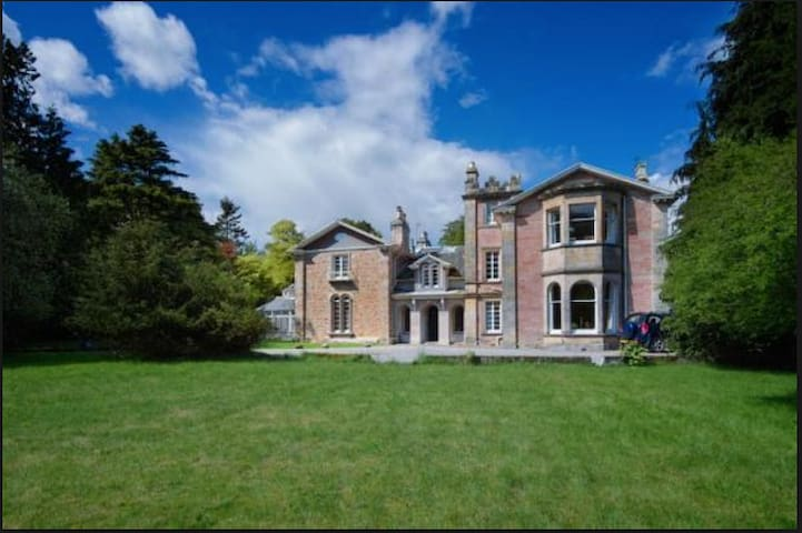 Tucked Away in Central Location – with Breakfast - Inverness - Apartment