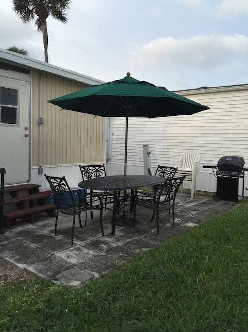 Back patio with picnic table, sits 4 and barbecue.