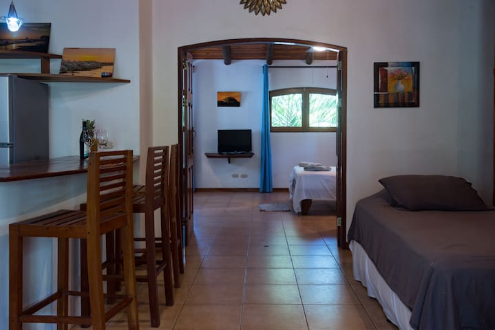 Iguana Apartment at Bambula-Lush spacious comfort