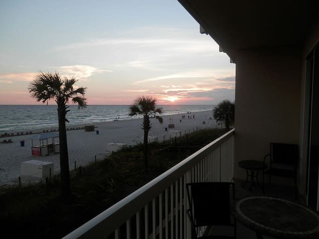 Beachfront 1st Floor Condo ~ Breathtaking View! - Panama City - Selveierleilighet