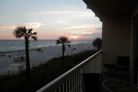 Beachfront 1st Floor Condo ~ Breathtaking View! - 巴拿馬市 - 公寓