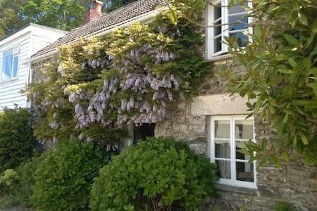 Aunt Freda's Cottage - Perranarworthal