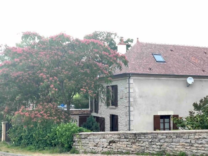 Beautiful retreat near Paris— Wine and Food Lovers