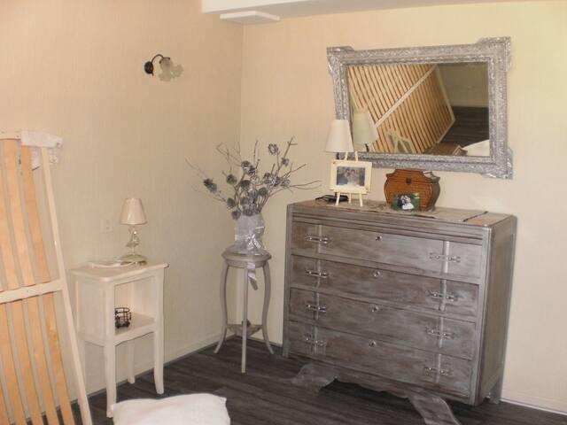 loue chambre ou appartement - Aiguefonde - Appartement en résidence