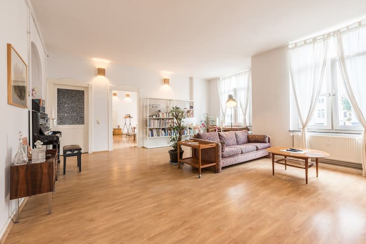 Spacious loft, central, piano, eclectic furniture
