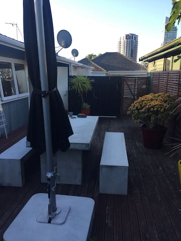 Central Takapuna , One bedroom Entire home !