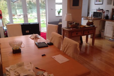 Lovely room in lovely town - Hus
