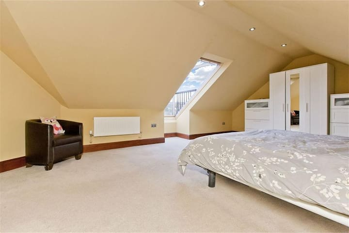 Super king size bed, private floor and bathroom.