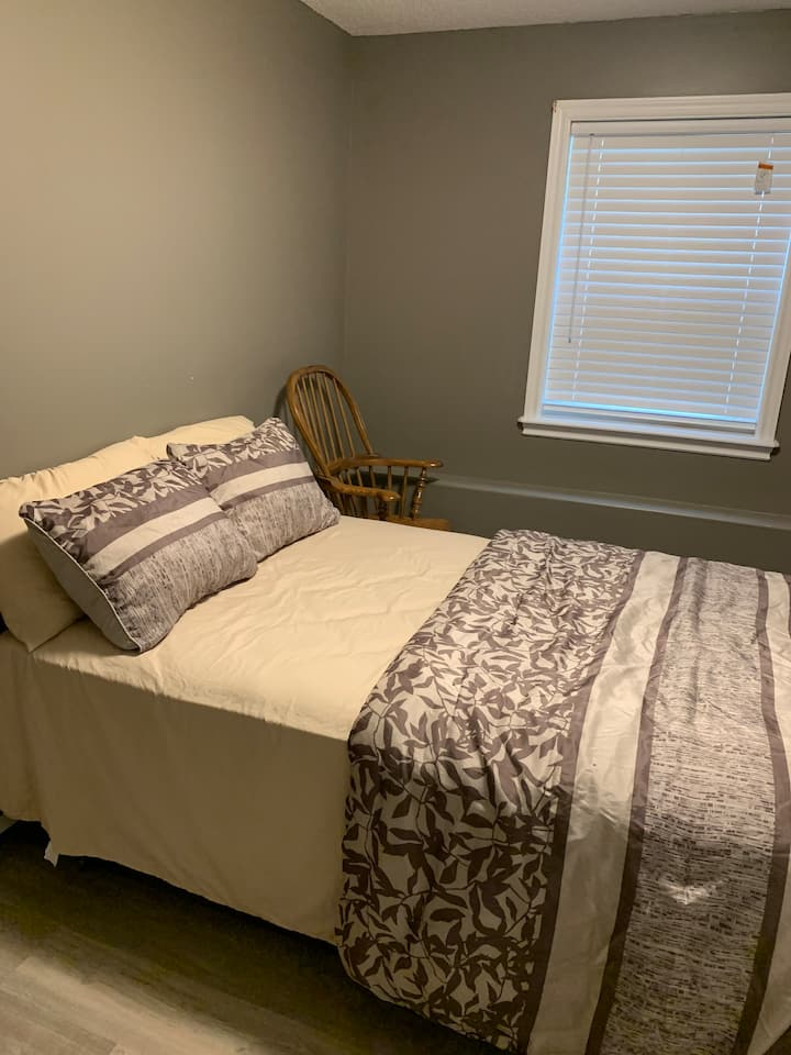 Luxury private room in famous Larry Uteck, Bedford