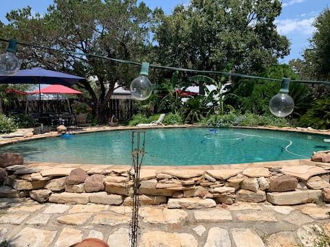 Cozy lake cabin, boat launch, swimming pool !Enjoy