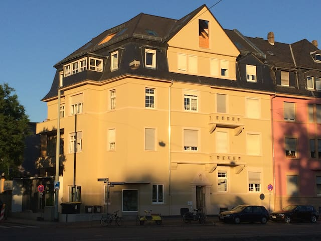 Zimmer in 4er WG, zentral, Altbau - แฟรงก์เฟิร์ตอัมไมน์ - อพาร์ทเมนท์