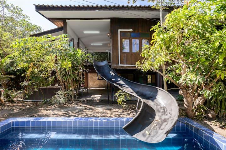 """ไทย/En/中文  Wooden Thai Villa *Pool 地道清邁別墅 免費機場接送"""""""